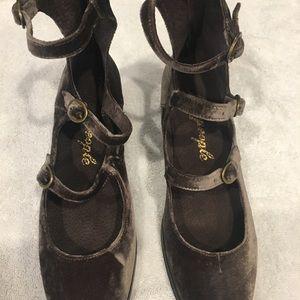 Free People velvet block hill shoe